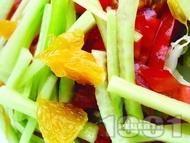 Цитрусова салата от домати, краставици, портокал и грейпфрут